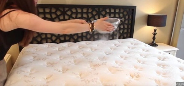 YOU NEED TO CLEAN YOUR MATTRESS. HERE'S THE EASY WAY TO DO IT